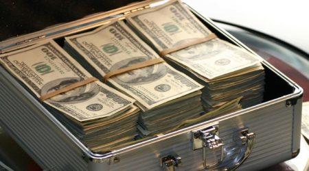 Куда инвестируют российские миллионеры: топ-5 стран
